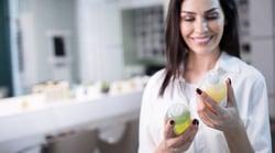 woman-reading-shampoo-ingredients-1