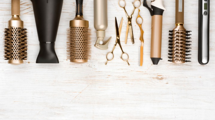 professional-hair-dresser-tools-on-wooden-background-with-copy-space-picture-id1020439516-1
